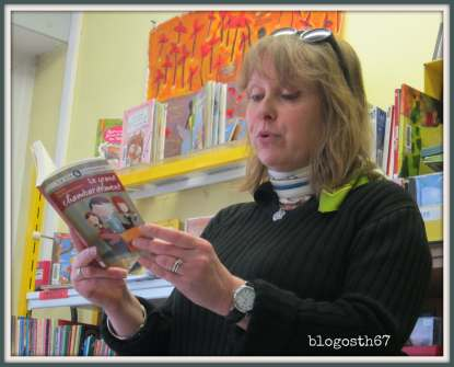 Sylvie-de-Mathuisieulx-lisant-son-livre