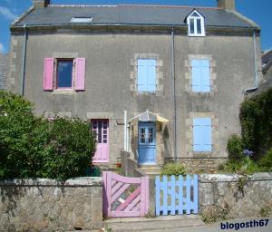 Ile-d-Arz-Maison-Rose-Bleue