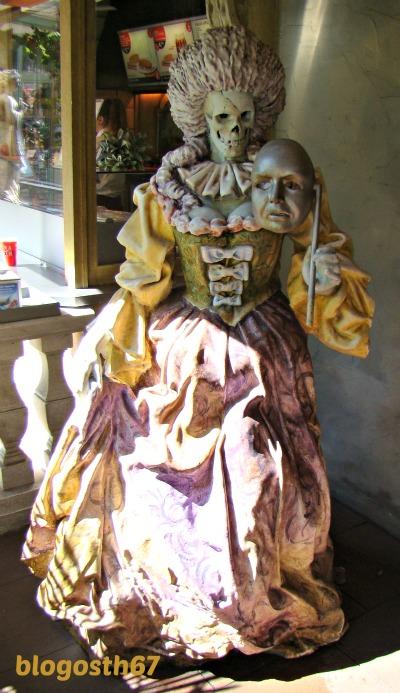 Des_bonbons_ou_un_sort_Halloween_carnaval_venitien