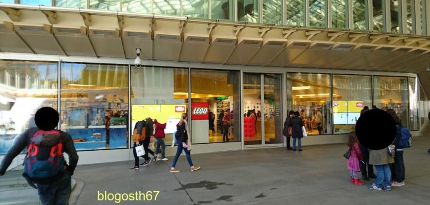 lego-shop-paris-vitrine